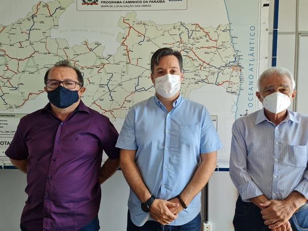 ceninha no DER - Prefeito Ceninha Lucena defende estadualização da estrada que liga Bonito de Santa a Serra Grande.