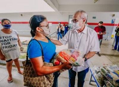 cicerofeitasjulho - JOÃO PESSOA: Prefeito Cícero Lucena inicia entrega de 75 mil kits alimentares para estudantes da Rede Municipal de Ensino