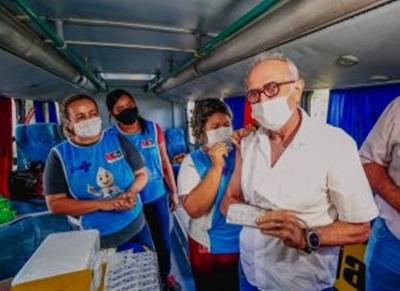 cicerovacina - JOÃO PESSOA: Prefeito toma vacina contra a Influenza e convoca população a procurar postos de imunização