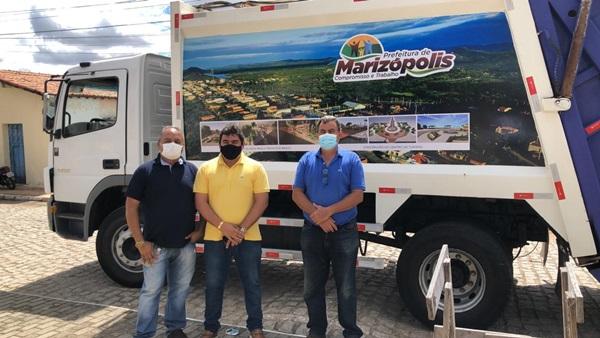 coletor1 - Prefeitura de Marizópolis adquire caminhão coletor e compactador de lixo visando a modernização do trabalho de coleta do lixo