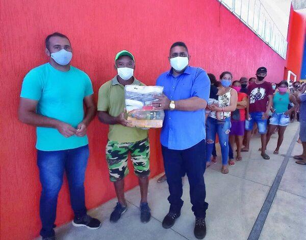 feira 600x470 - Em parceria com o governo do Estado, Prefeitura de Aparecida realiza distribuição de cestas básicas às famílias da zona rural do município.