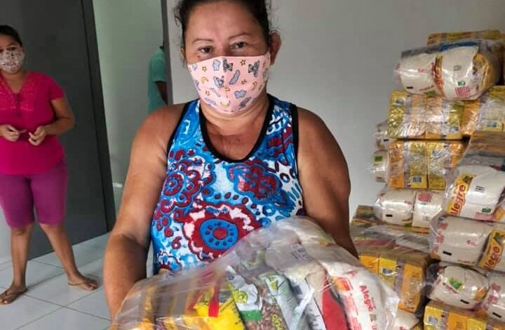 feiras 720x470 - Prefeitura de Lastro realiza distribuição de cestas básicas as famílias carentes do município