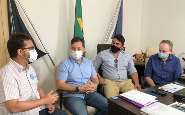 lucas e tiberio2 - A pedidos do deputado Júnior Araújo, secretário de Estado cumpre agenda em Marizópolis e se reúne com prefeito Lucas Braga