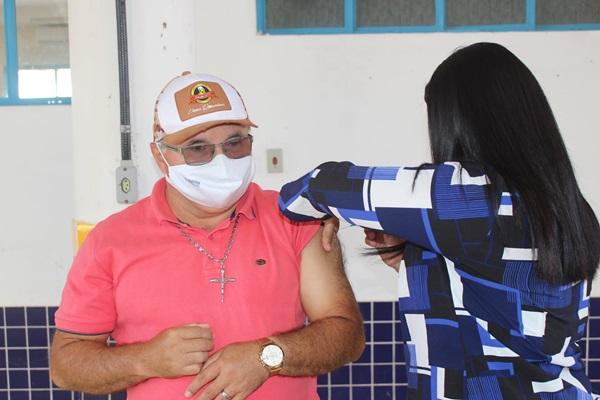 vacinass - Imunização: Prefeito Dr. Cleiton anuncia vacinação a partir de 48 anos de idade nesta quarta-feira em Venha-Ver