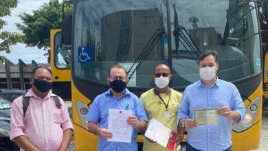 ceninha onibus 390x220 - BONITO DE SANTA FÉ: Por intermédio da atuação do deputado Júnior Araújo, Prefeito Ceninha Lucena recebe ônibus do Governo da Paraíba.