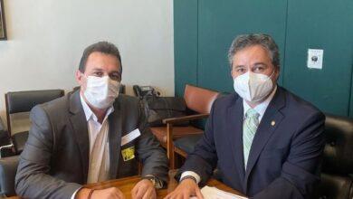 efraim e espedito triunfo 390x220 - Efraim Filho destina emenda em mais de R$ 800 mil para pavimentação em Triunfo.
