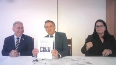 bolsonaro 390x220 - Jair Bolsonaro nega demissão de Queiroga e critica fake news da imprensa