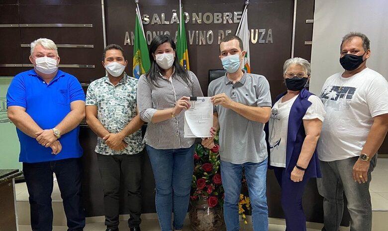 prefeita 780x465 - Prefeita de Pau dos Ferros protocola Plano Diretor Participativo na Câmara Municipal
