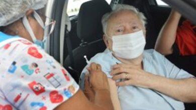 vacinaJP 390x220 - João Pessoa aplica 3ª dose em idosos acima de 78 anos e segue imunizando adolescentes com comorbidades ou deficiência