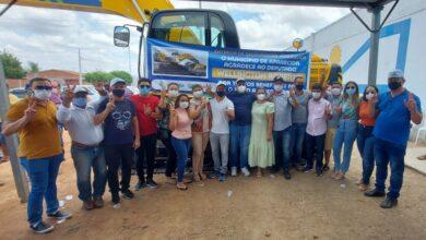 03 390x220 - Aparecida é contemplada com escavadeira hidráulica nova para os trabalhos da zona rural do município