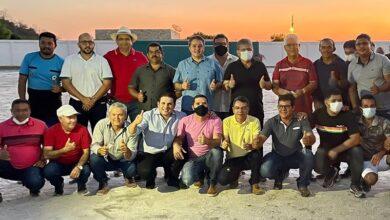 efraim apoio 390x220 - #PéNaEstrada Matureia: Ao lado de Adriano Galdino e Hugo Motta, Efraim consolida apoio de mais um prefeito