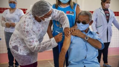 vacina 1 390x220 - João Pessoa aplica nesta segunda-feira D1 para 12+ e 18+, D2 para quem tomou um dos três imunizantes, além de D3 para 60+, imunossuprimidos e trabalhadores da saúde